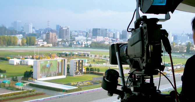 様々なメディアで、レースの興奮を発信する